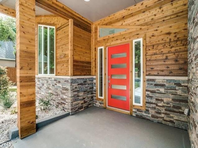 3772 Seguin Drive Front Porch