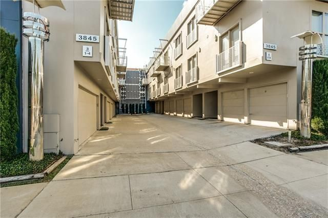 Uptown Townhome Offers Downtown Views | Candy's Dirt