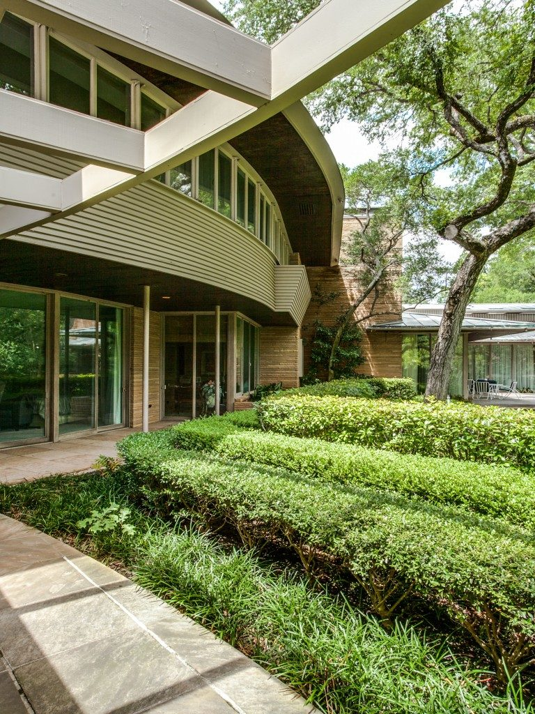 Vaughn House In The Honeypot Of Old Preston Hollow Hits