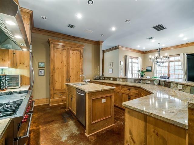 5726 Vickery kitchen 1