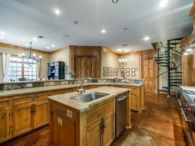 5726 Vickery kitchen 2