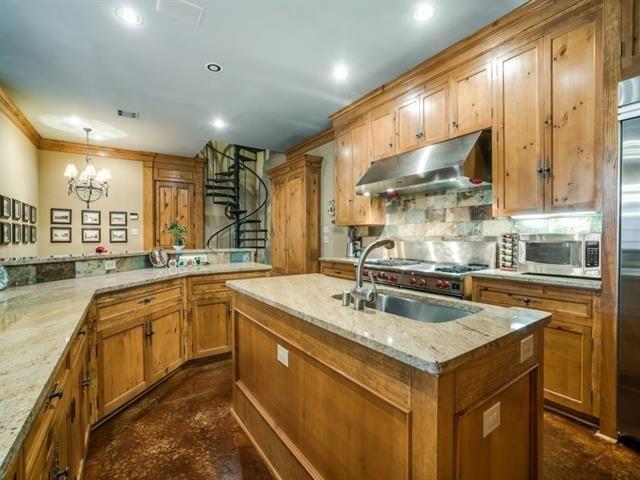 5726 Vickery kitchen 3