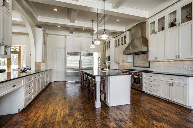 8600 Douglas Kitchen