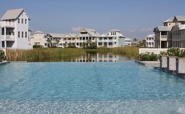 Cinnamon Shore pool
