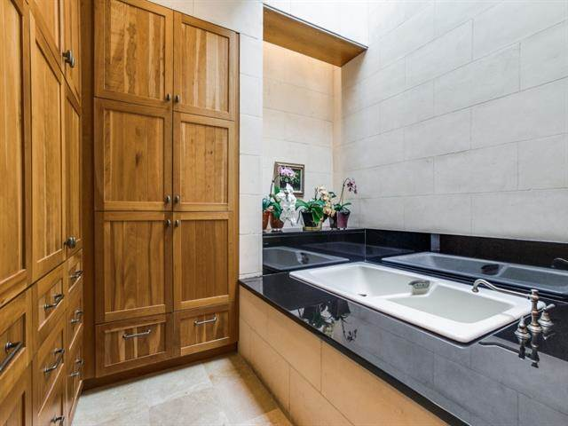 Forest Creek Place master tub