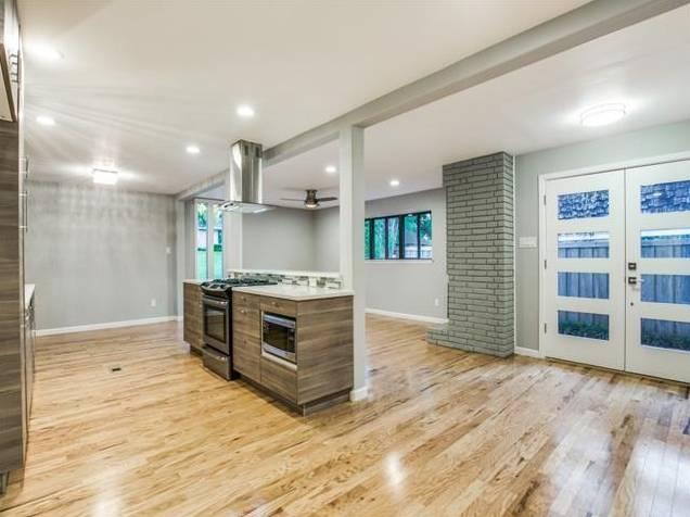 Lochwood 10551 Silverock Entry kitchen Living