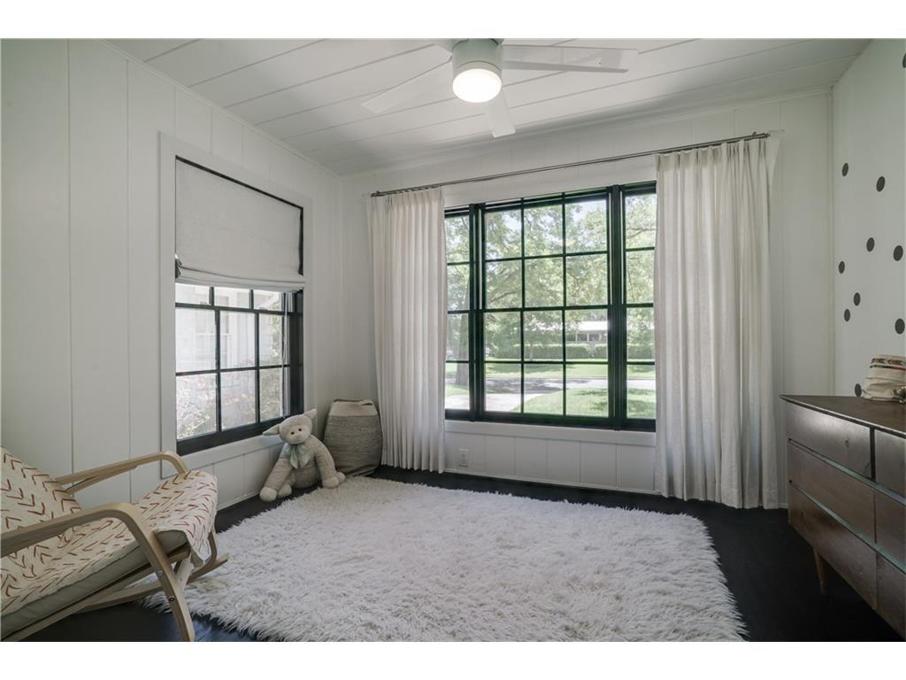 Mercedes bedroom 2