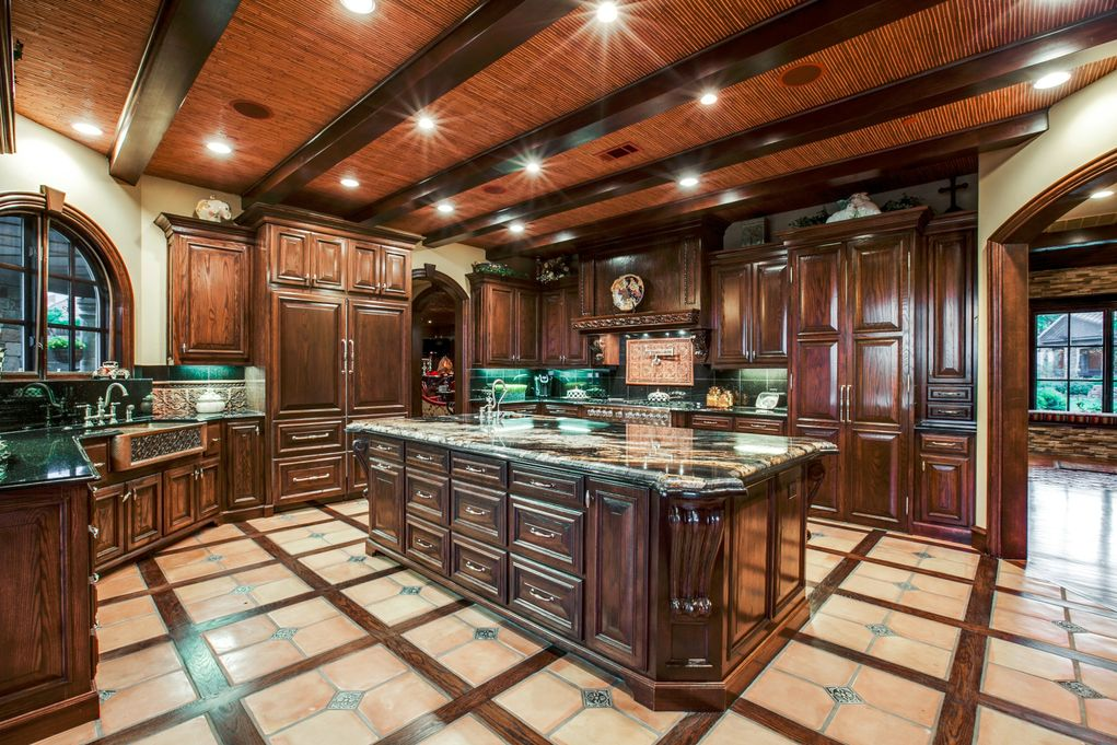 SOUTHLAKE 1900 Shady Oaks Kitchen 2