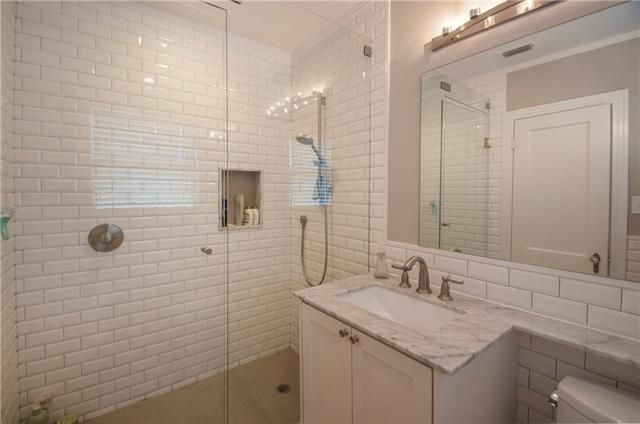 2000 Mayflower Master Bath