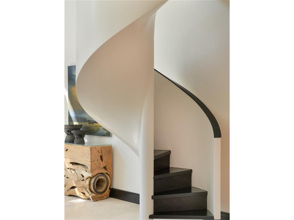 11201 Leachman Circle Staircase