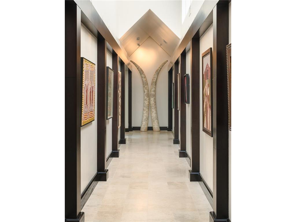 11201 Leachman Circle Gallery Hallway