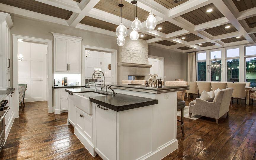 1750 Trace Bella kitchen