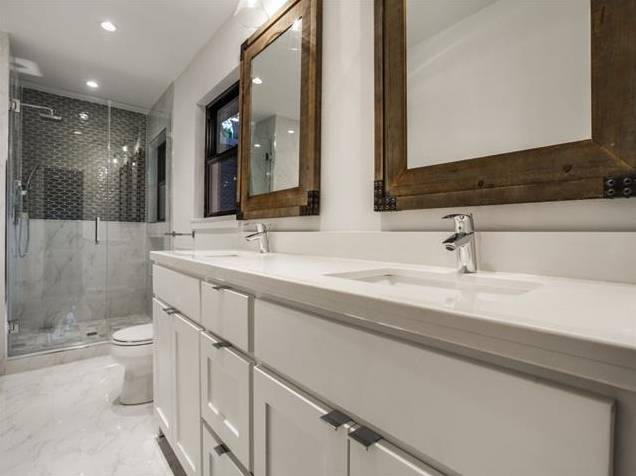 428 Edgelake Downstairs Bath