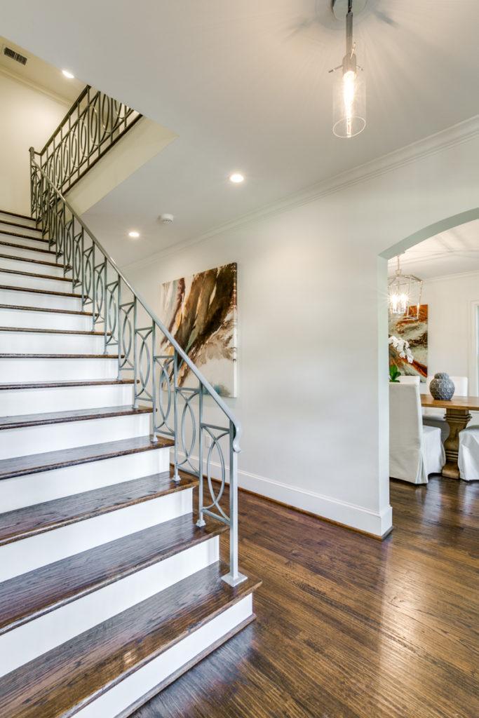 4633 Edmondson Ave foyer