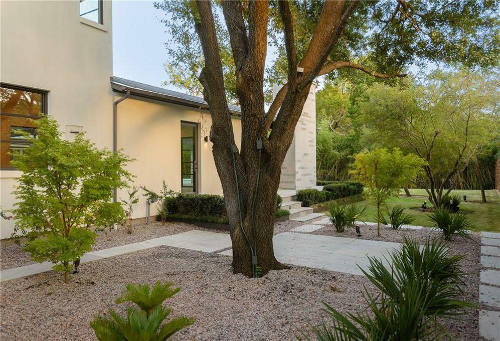 4920 Mangold Circle courtyard