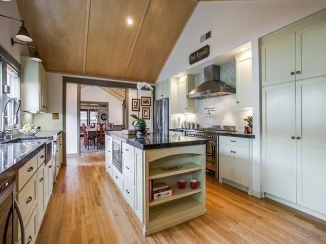 937 N. Windomere Kitchen 2