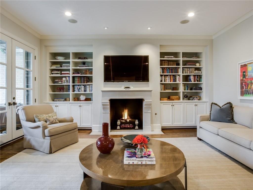 3505 Harvard Avenue Living Fireplace