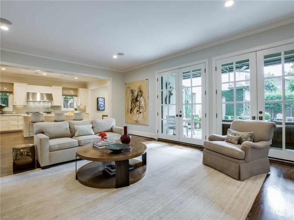 3505 Harvard Avenue Living