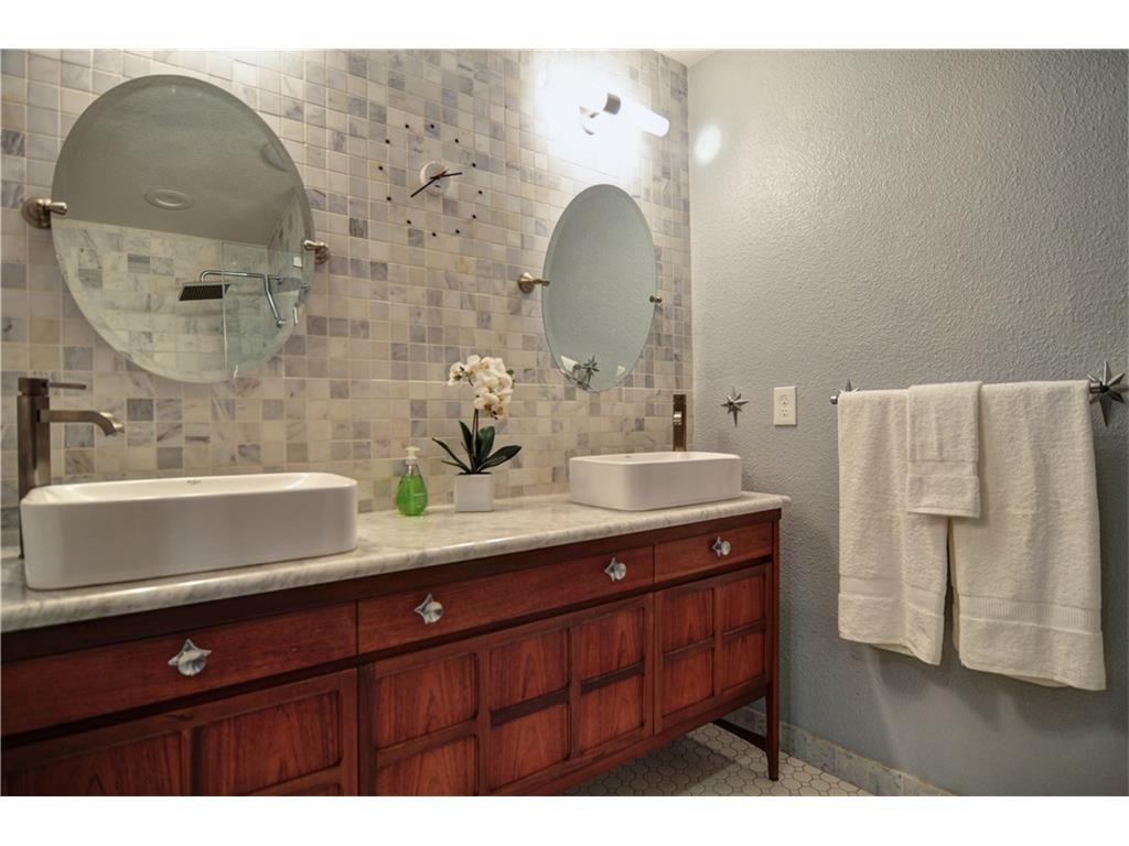 1120 Easton Bathroom