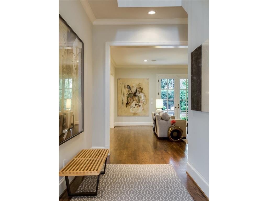 3505 Harvard Avenue Hallway