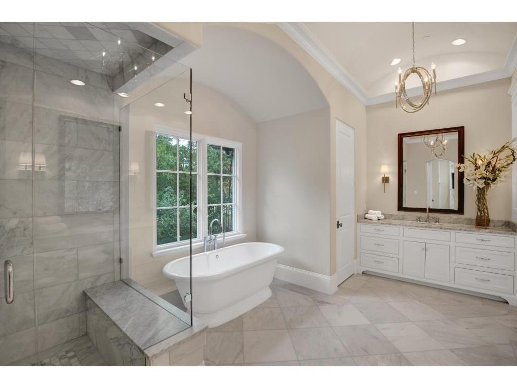 4309 Woodfin Drive Master Bathtub