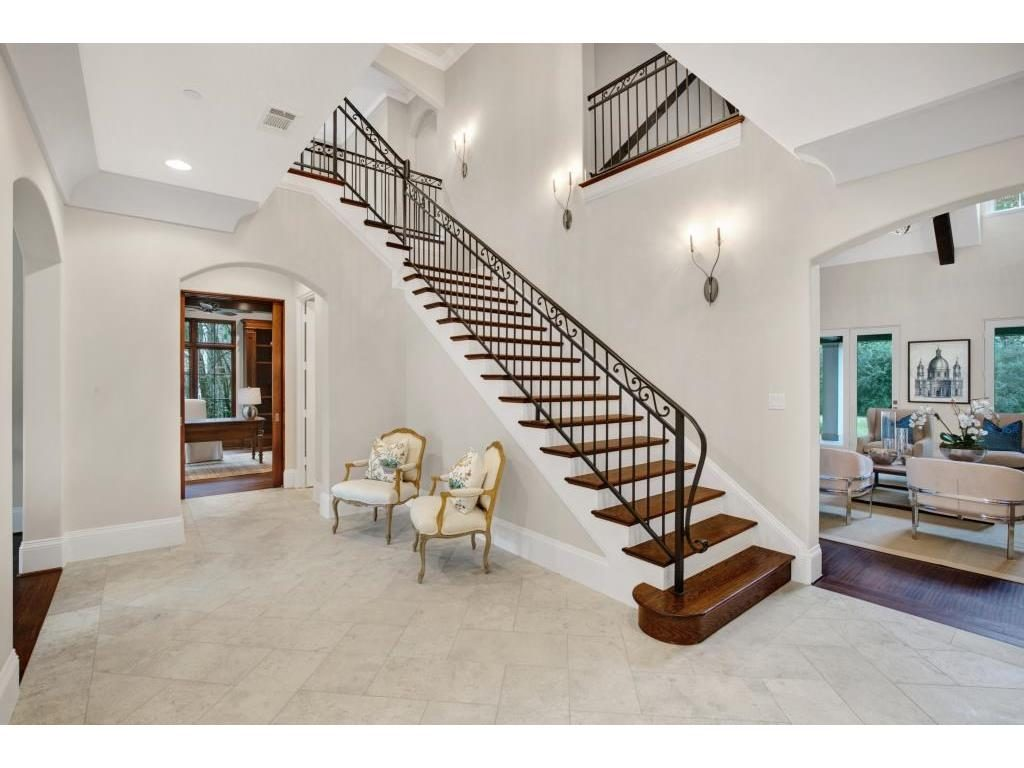 4309 Woodfin Drive entry and stairs