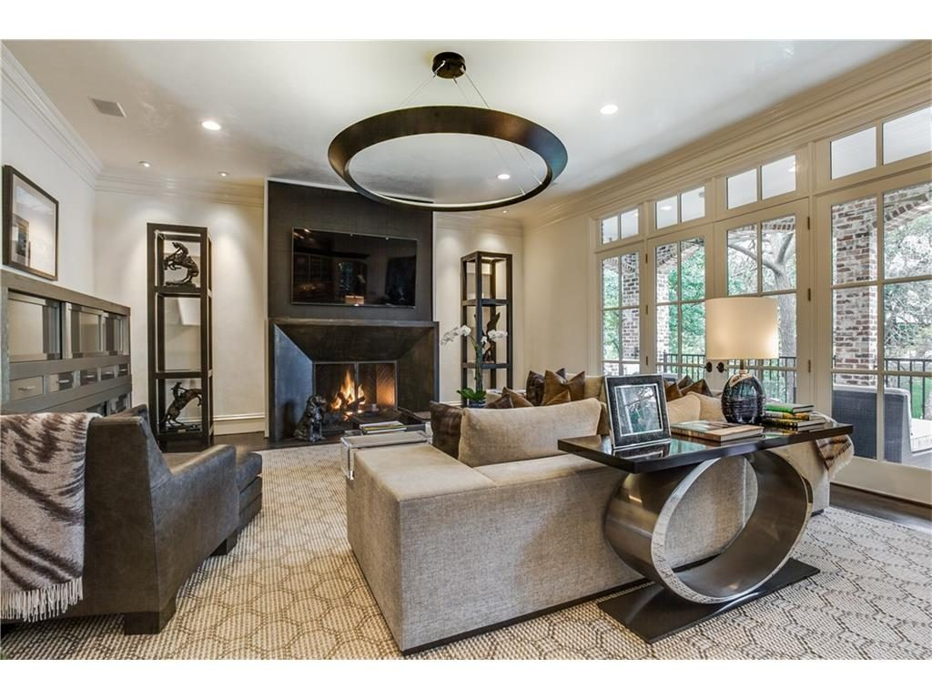 6809 Golf Family Room Fireplace