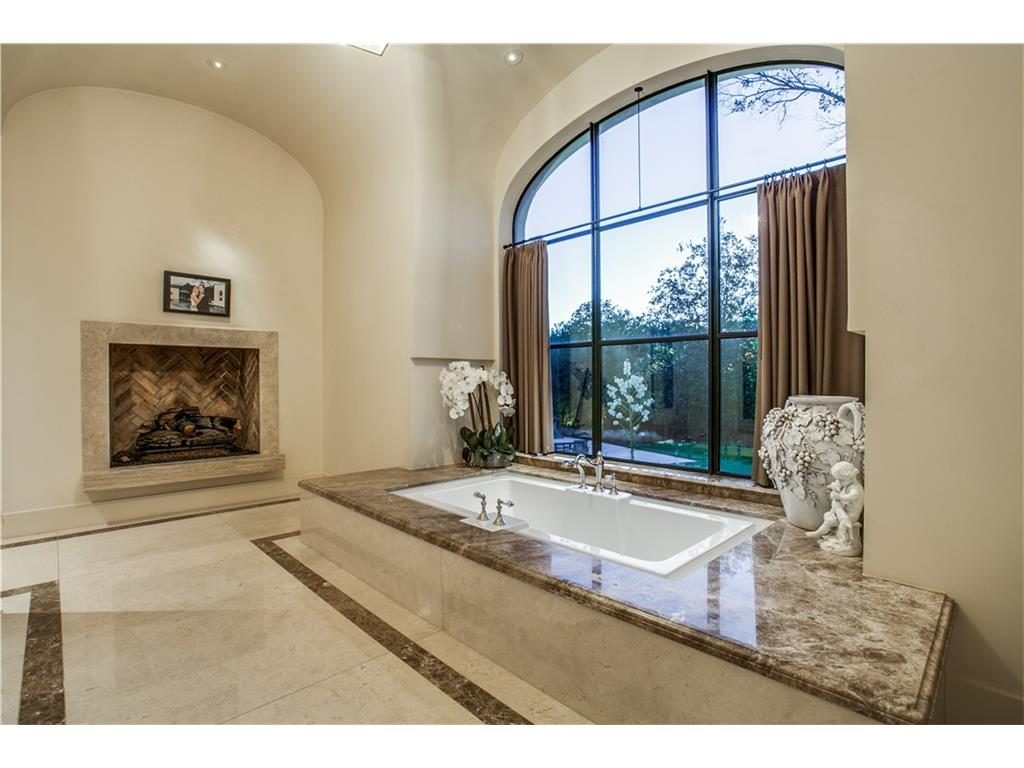 10731 Bridge Hollow Court Master Tub