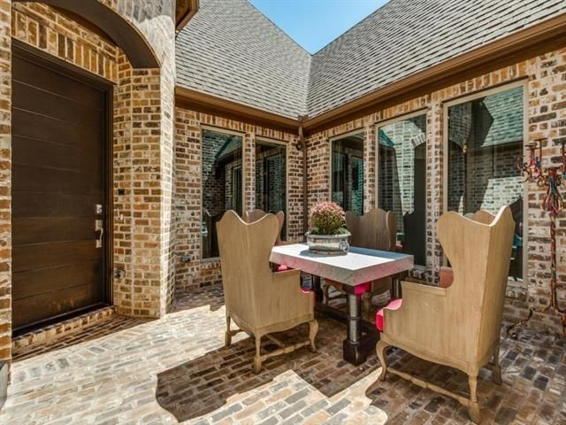 12020 Sand Hill Dining Courtyard