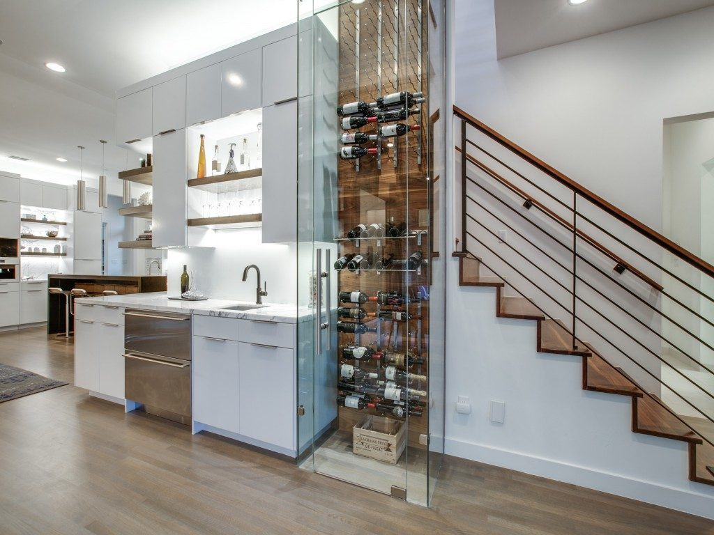 Southlake Contemporary Kitchen bar area and wine1312-fanning-st-southlake-tx-MLS-14