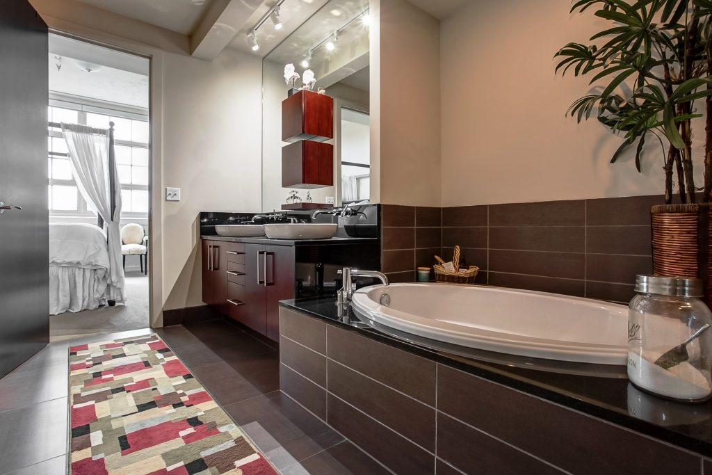 Soak in your tub with great views of Downtown Fort Worth
