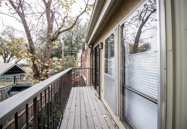 3220 Oliver Ave. balcony