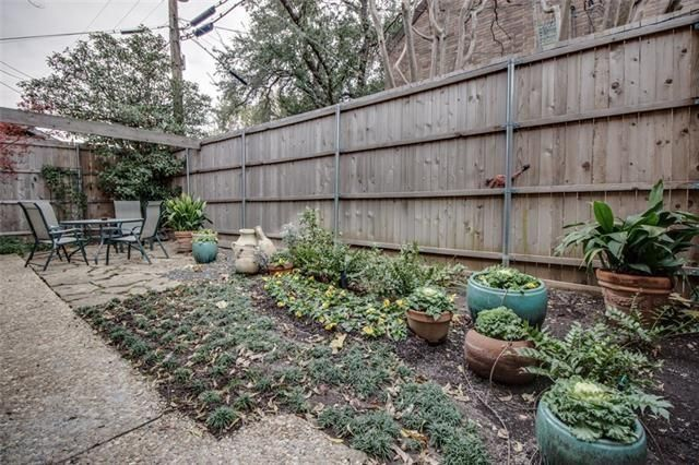 3220 Oliver Ave. garden