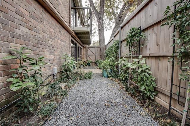 3220 Oliver Ave. side yard