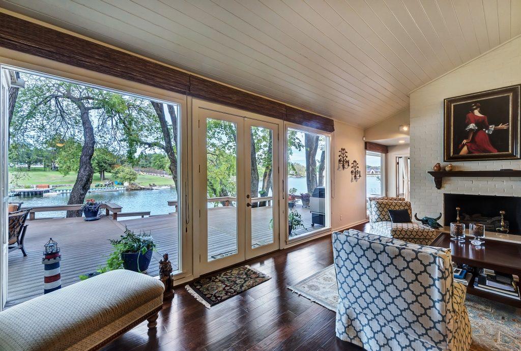 Living area of 4105 Rowan