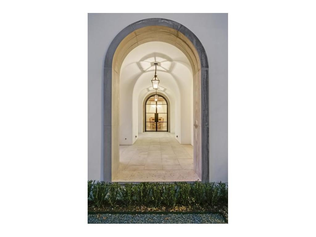 Highland Park Modern Mediterranean 3512 Lexington arches-1.ashx