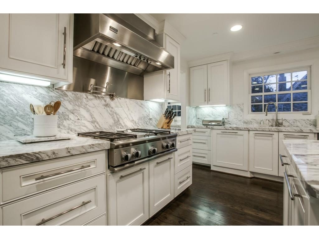 Sunnybrook Estates Colonial Revival 5033 Brookview kitchen 1.ashx