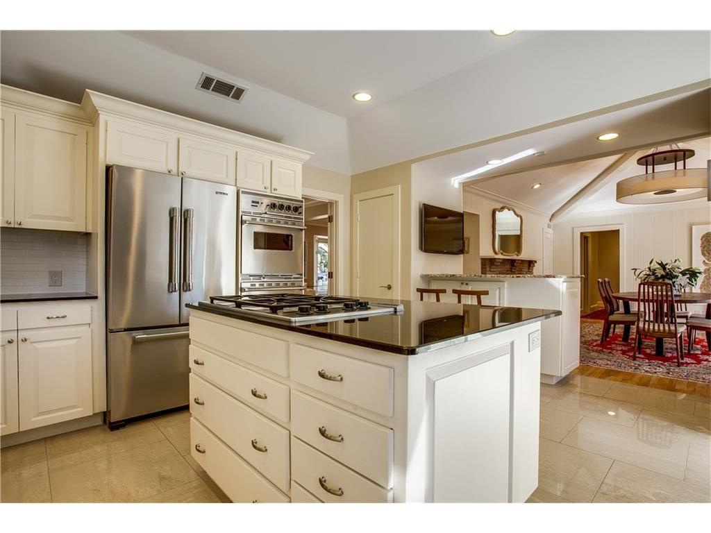 Mockingbird Park 3910 Fairfax kitchen to dining .ashx