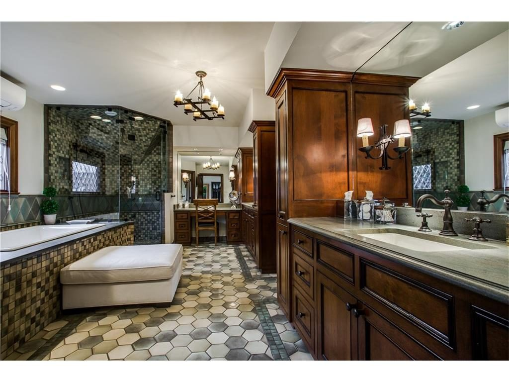 Iconic Lakewood Estate by Charles Dilbeck master bath .ashx