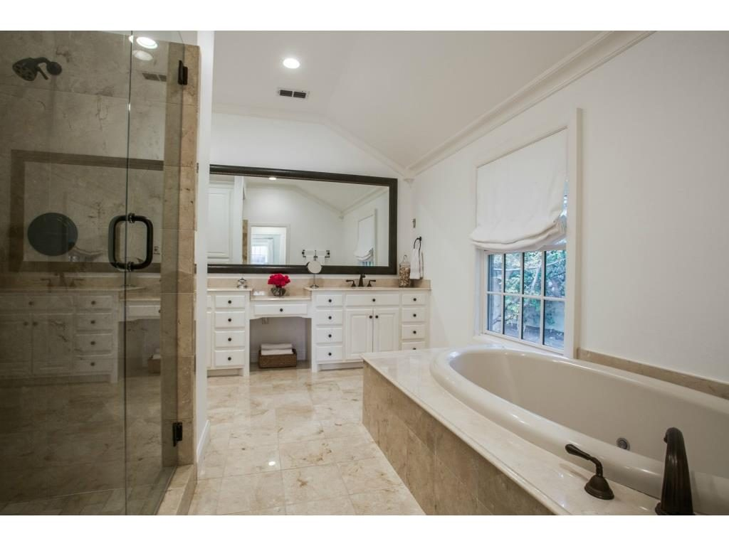 5033 Brookview master bath.ashx