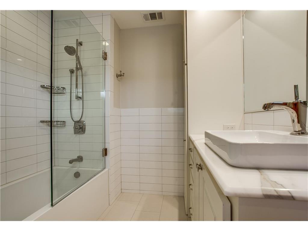Mockingbird Park 3910 Fairfax master bath.ashx