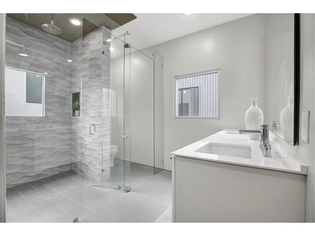 Vickery Place Modern Townhouse master bath 1.ashx