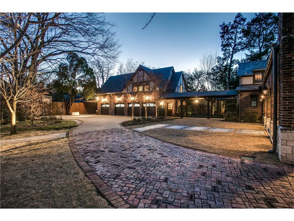 Iconic Lakewood Estate by Charles Dilbeck garage .ashx