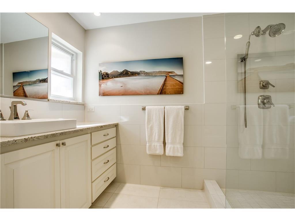 Mockingbird Park 3910 Fairfax second bath.ashx