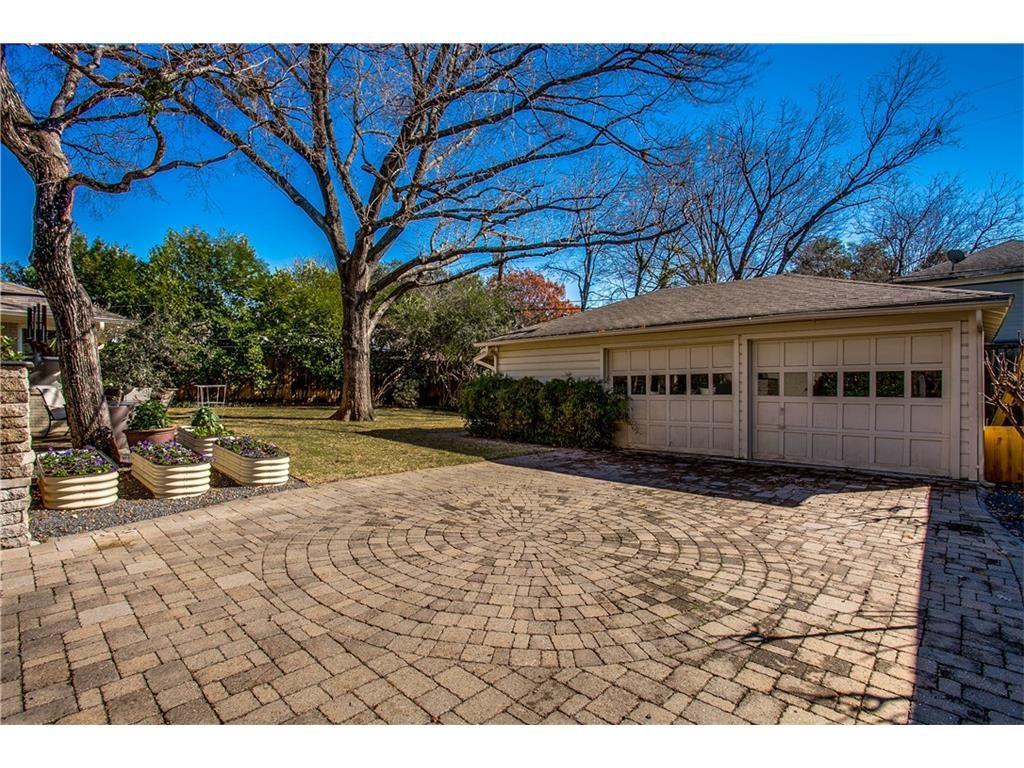 Mockingbird Park 3910 Fairfax backyard and garage.ashx
