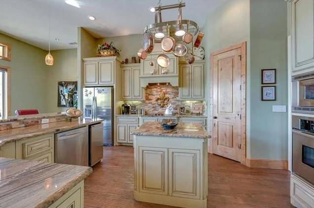 14150 Ridge Kitchen