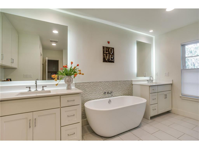 1518 Oak Knoll Master Bath