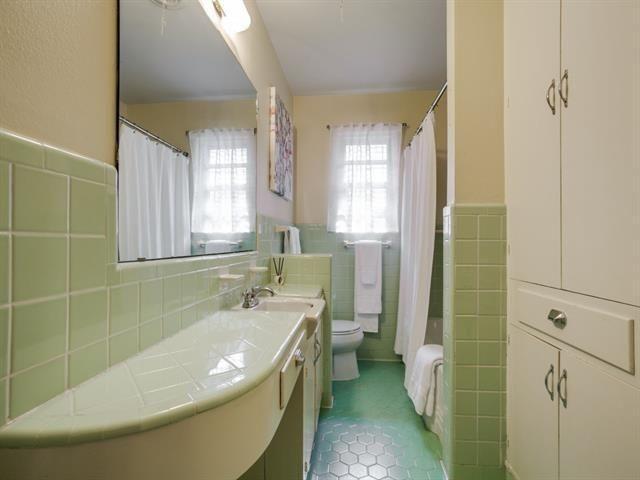 816 Monte Vista vintage bath