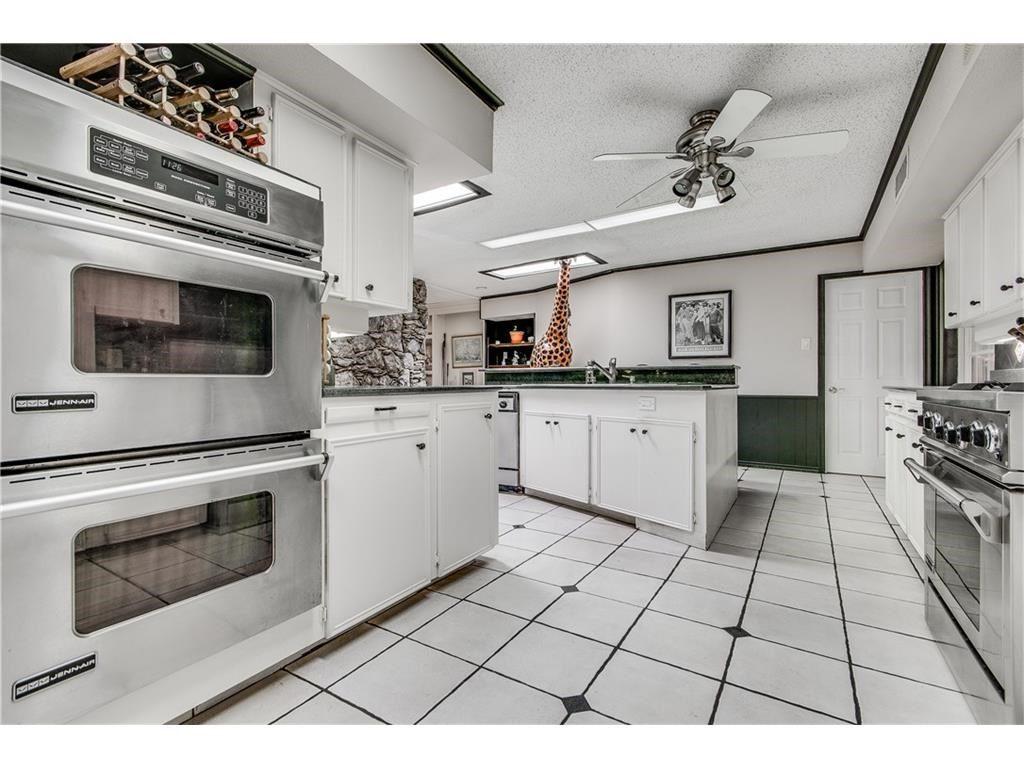 9364ForestHills_Kitchen