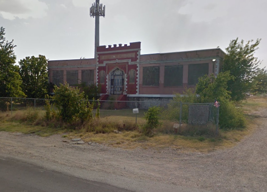 A cell town stands behind Eagle Ford School. Source: Google Map
